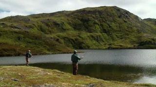 Lov jezerních pstruhů (CZ titulky)